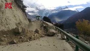 林芝地震:前方记者在南迦巴瓦山脚下报道地震后当地安全