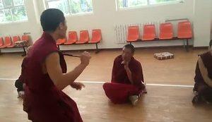 [视频]青海省藏语系佛学院的辩经课堂