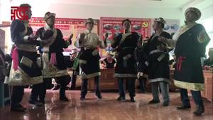 林芝市巴宜区米瑞乡色果拉村工布群众表演传统民族《拥扎列墨》