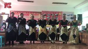 林芝市巴宜区米瑞乡色果拉村工布群众表演传统民歌《路谢德呢喔》
