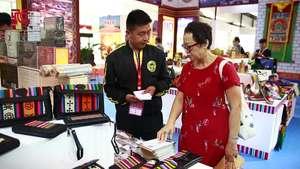 第十二届北京文博会在京开幕 西藏宝贝绽放光彩