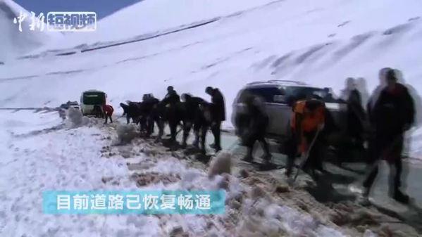 西藏消防向加拉村投送救援物资