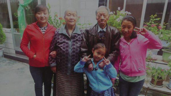 藏族老人的金婚:跨越时空的坚守