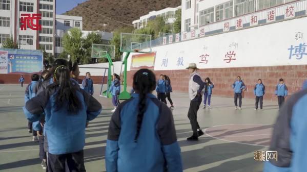 微视频系列片《沧桑话巨变》第五集:教育之花开遍高原大地