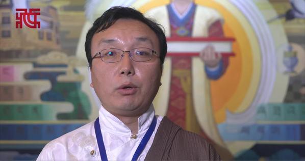 班玛更珠:藏学研究者只有努力付出才会收获研究成果