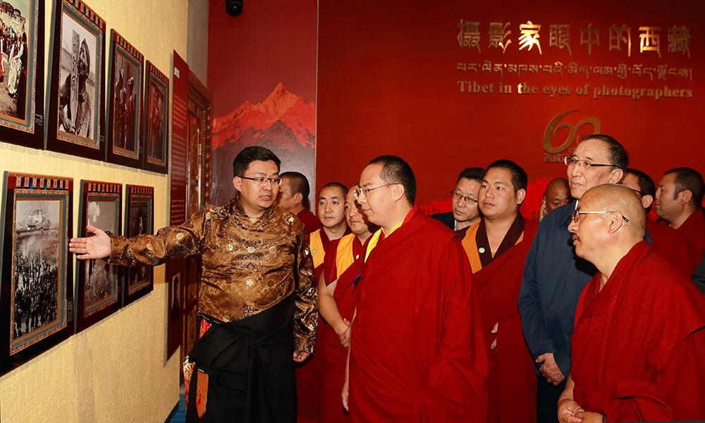 十一世班禅感慨西藏发展快变化大