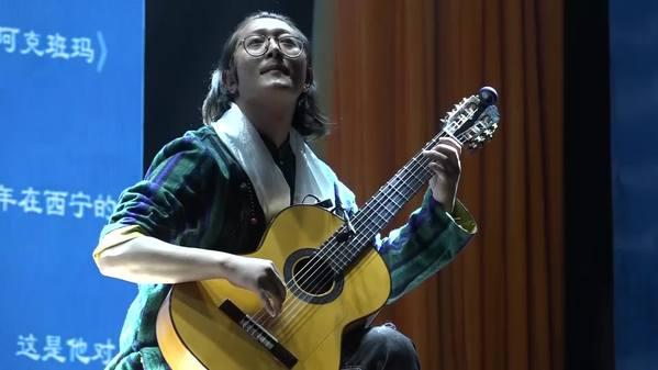 藏族古典吉他手:古典吉他乐伴《流浪地球》火爆全球