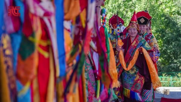 """西藏宗教界僧尼表演传统""""羌姆""""迎国庆"""