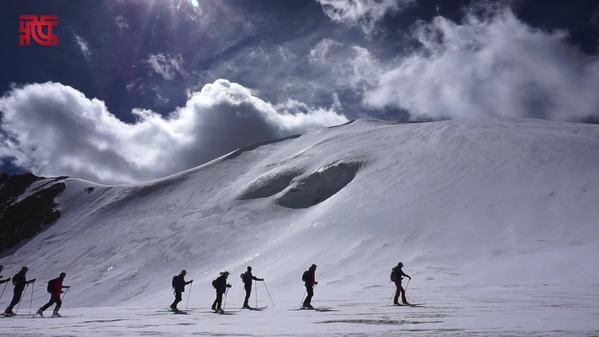 西藏洛堆峰体验滑雪登山双重乐趣