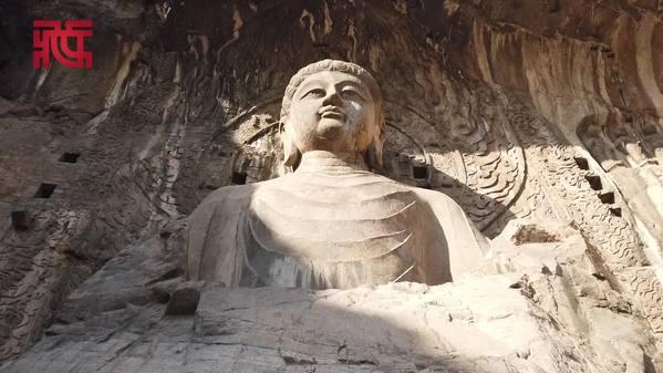 龙门石窟中有座佛像据说很像武则天