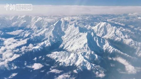 震撼!万米高空俯瞰青藏高原再现雪域奇观