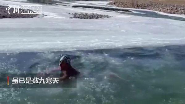 海拔3700米 康巴藏族汉子乐享冬泳