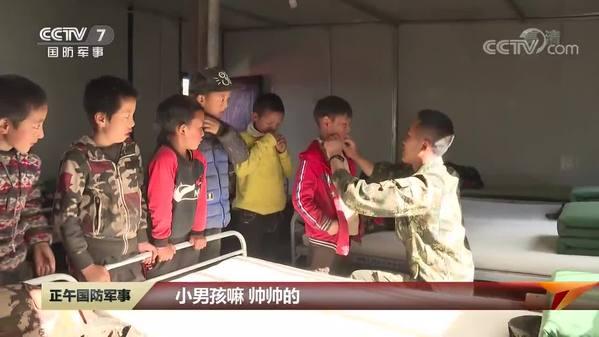 【记者蹲点日记】藏族孩子:武警叔叔特别好玩!
