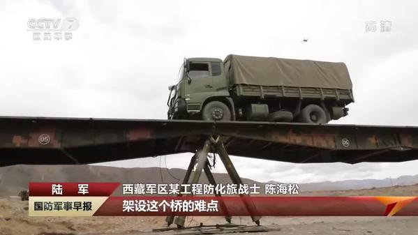 【直击演训场 走进野外驻训场】西藏军区某旅:雅鲁藏布江上架起重型浮桥