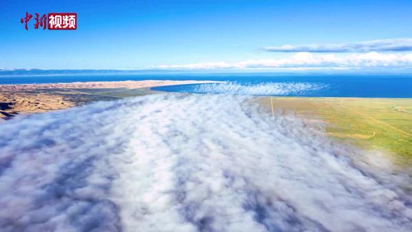 青海湖北岸现云河入湖奇观