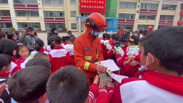 西藏林芝开展校园防火宣传行动