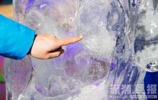 杨贵妃视频被游客袭胸右胸被摸得比左胸光滑偶冰雕乐图片