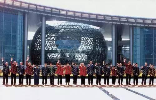 2001年10月,亚太经合组织第九次领导人非正式会议在中国上海举行图片
