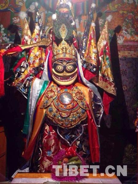 大昭寺内的白巴东则像。摄影:王淑