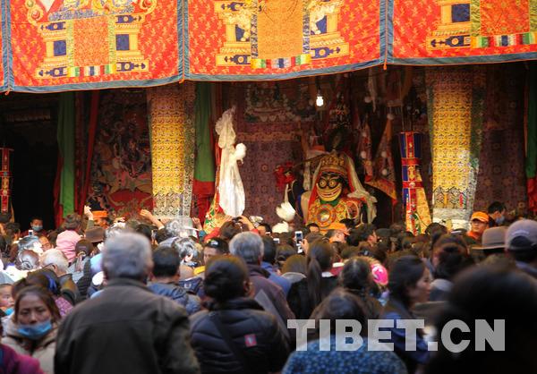 """""""仙女节""""当天的大昭寺。摄影:王淑"""