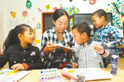 """37岁女教师举家赴丹巴援藏 自己教音乐 丈夫教体育 援藏不是""""镀金""""她只想安安静静教书(图)"""