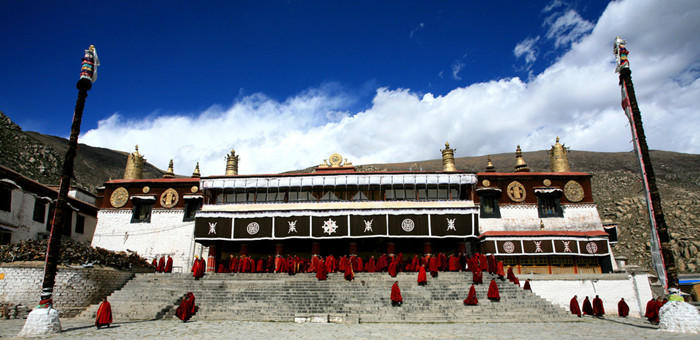 快过节了西藏僧人感受到了热乎乎的关怀