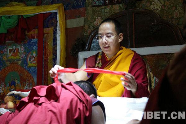 班禅回到扎什伦布寺 受到社会各界及信教群众隆重欢迎