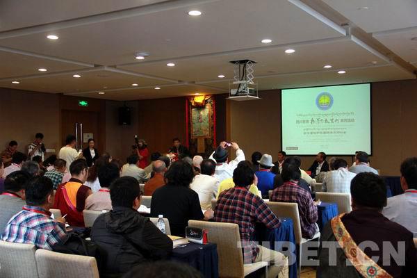 第七届格萨尔国际学术研讨会现场。摄影:刘莉