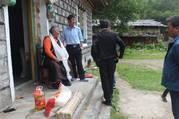 西藏林芝许木寺管委会走访慰问寺庙僧人