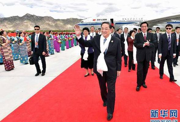 俞正声率中央代表团飞抵拉萨出席西藏自治区成立50周年庆祝活动