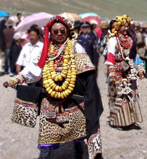 霸气的藏族服饰