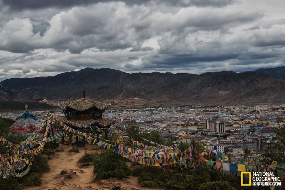 香格里拉市是迪庆藏族自治州下辖市之一,市境位于云南省西北部,是滇