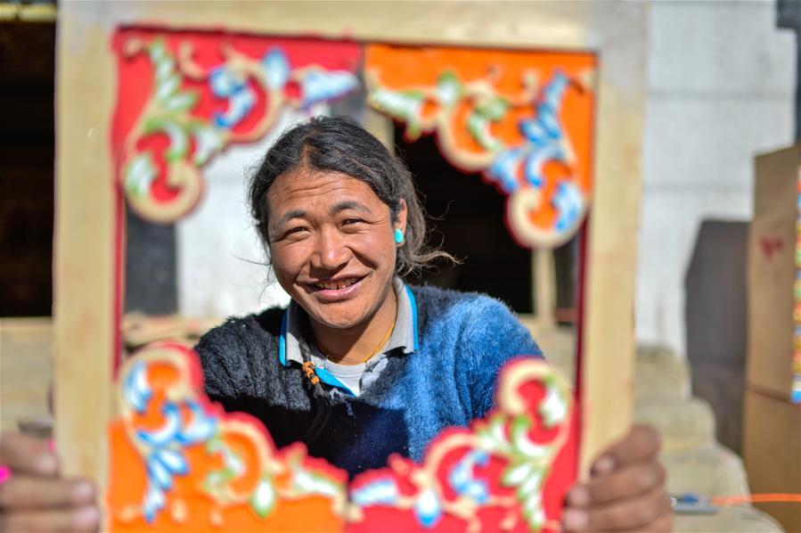 Photos: Tibetan farmers make money during slack season
