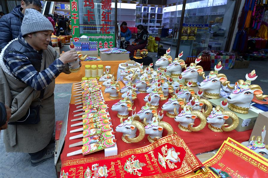 Lhasa holiday shopping in full swing