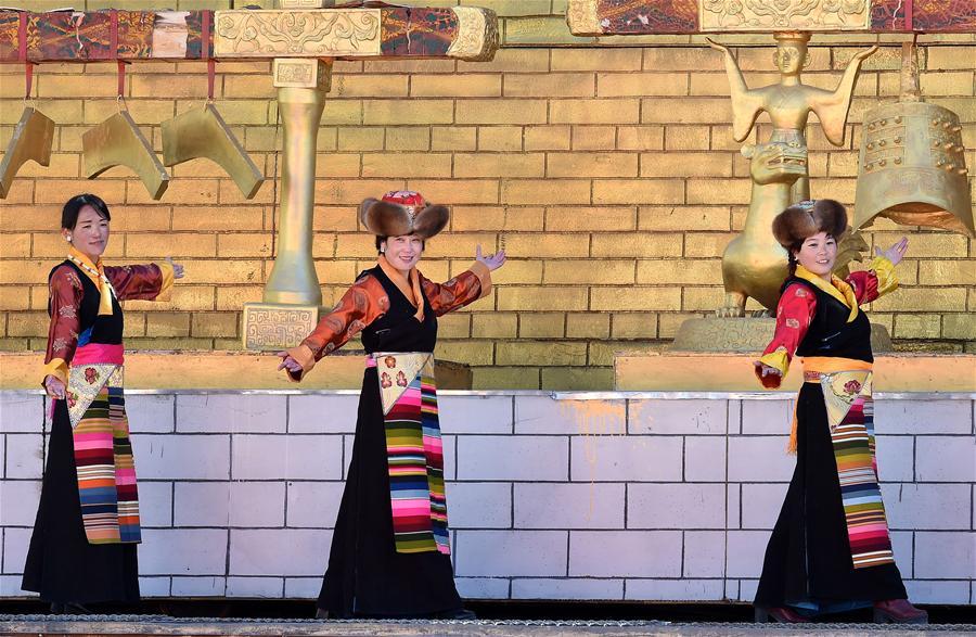 Lhasa: Traditionelle chinesische und tibetische Kleider an Neujahr sehr gefragt_Bildergalerien ...