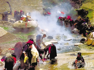 Take a hot spring bath in Tibet