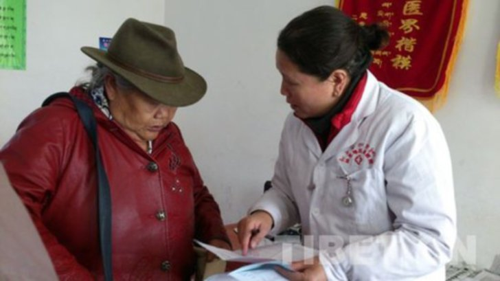 Women doctors defy male dominance in Tibetan medicines