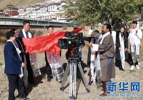 《风中的红景天》在日喀则开机