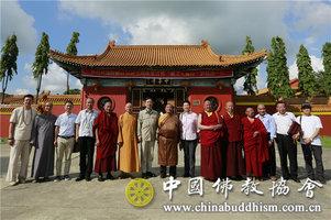 中华寺迎来佛门至宝——珠康活佛护送藏文大藏经抵达尼泊尔中华寺
