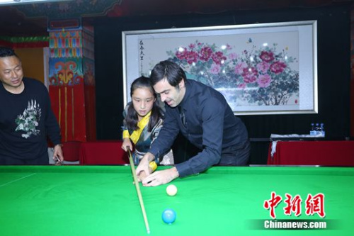 Snooker superstars donate to Tibetan orphans