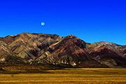 神山圣湖一抹天蓝