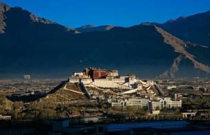 西藏自治区加强寺庙管理工作讲座举行