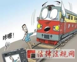 熊孩子逼停火车别当笑话看