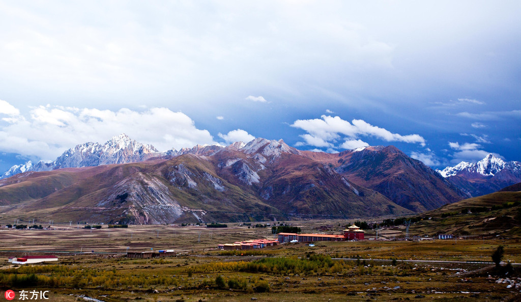 Derge, an ancient county of culture under snow-capped mountains