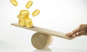 """实现经济再平衡还须抓""""两手"""""""