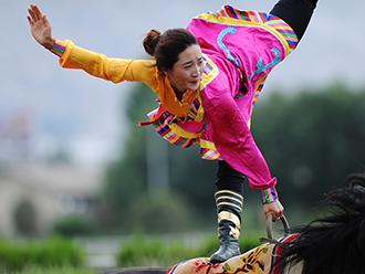 藏族精彩的马术表演