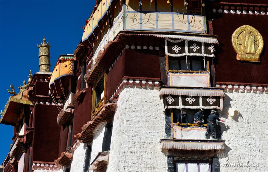 Painting starts on the Potala Palace