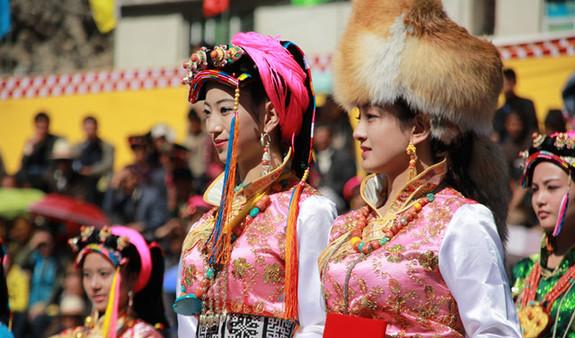 Jugendweihe der Jiarong-Tibeterinnen
