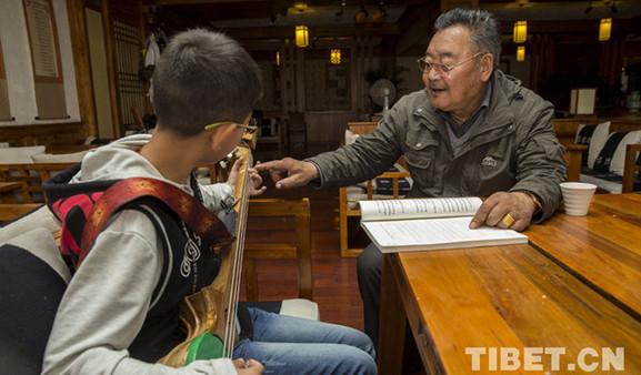Soinam Tobgye, ein Lehrer aus einer adligen tibetischen Familie