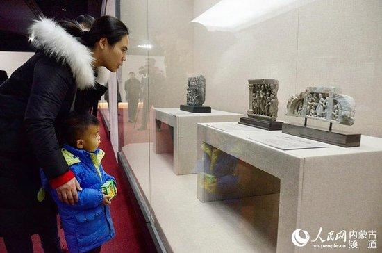 58 buddhistische Statuen in der Inneren Mongolei ausgestellt